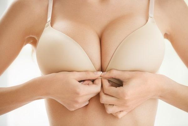 Mărirea sânilor cu AQUAfilling